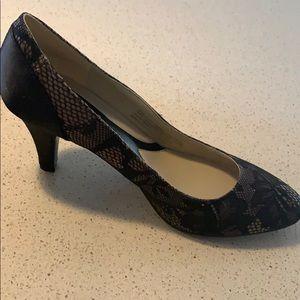 NWT black lace heels size8